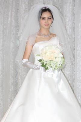 加藤夏希が純白のウエディングドレス姿を披露!