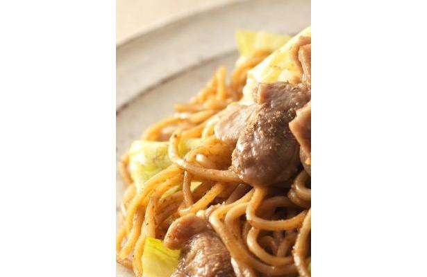 「ひるぜん焼そば」は、かしわ肉と味噌ダレがポイント!