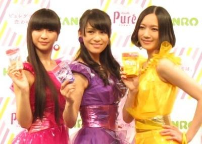 【写真】Perfumeが新CM発表会に登場し、ピュレグミの新商品を試食。果たして恋の味はするのか!?