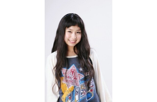 【写真】元気な18歳の笑顔を見せるトミタ栞