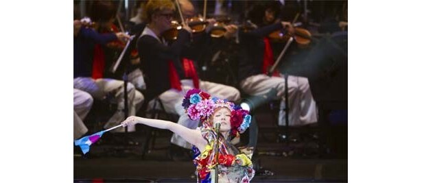 ライブ写真は2月28日。東京事変の日本武道館公演のもの