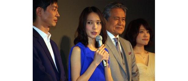 IQ201の天才で変人の当麻紗綾役の戸田恵梨香