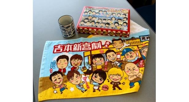 4/8発売の新製品。Yoshimoto Cookie なんばグランド花月限定バージョン945円(奥右)、吉本新喜劇ゆのみ735円(奥左)、花月食堂フェイスタオル840円(手前)