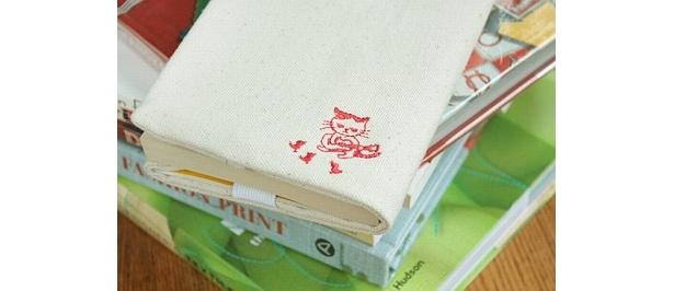まこブックカバー(1260円)