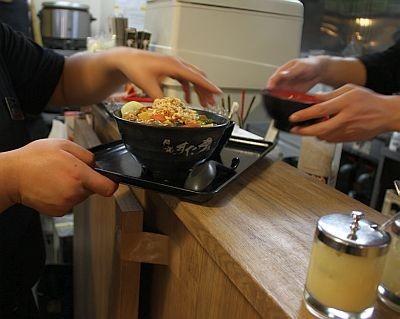 """""""すた丼屋""""はガッツリ系のメニューが揃い、学生に人気"""