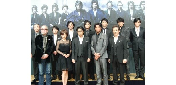 舞台「十三人の刺客」の制作発表会見が行われ、主演の高橋克典、坂口憲二らが登壇した