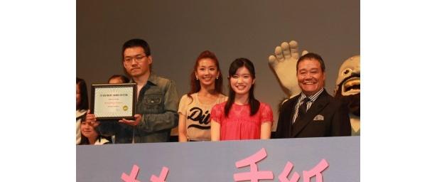 完成披露試写会で舞台あいさつを行った沖浦啓之監督、優香、美山加恋、西田敏行(写真左から)