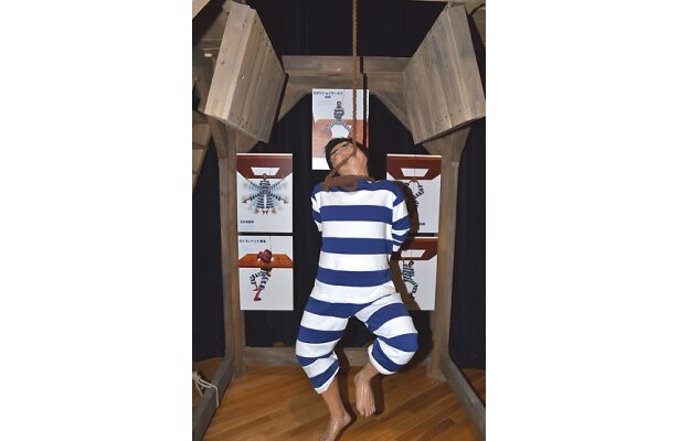 「日本初の絞首刑で死ななかった男」の立像