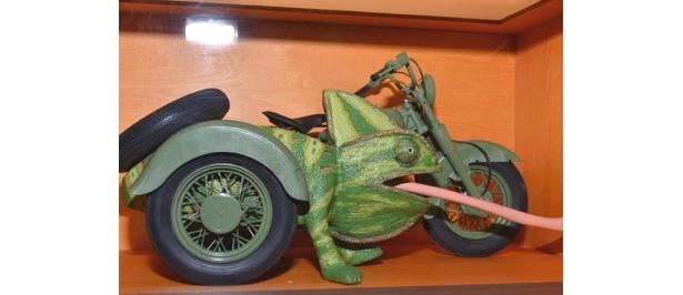 カメレオンと融合したバイク