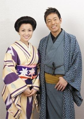 4月公演に登場する国仲涼子(左)と陣内智則(右)