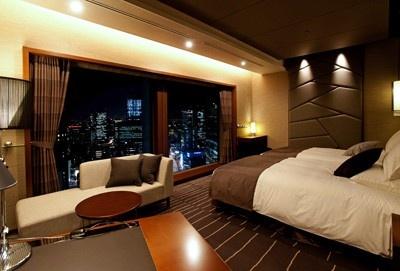 新客室「グランヴィアツイン」(客室の広さ38㎡)。「石」を積み上げるように配し堂々とした邸宅風の雰囲気を演出