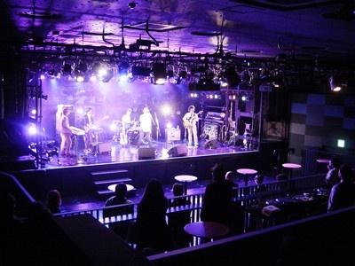 内覧会でプレス向けに行われた『奇妙礼太郎トラベルスイング楽団』によるバンド演奏が行われ、臨場感溢れる音質が披露された