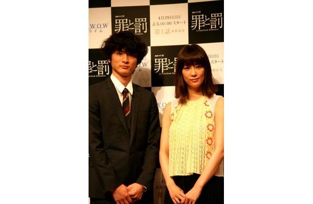 「罪と罰 A Falsified Romance」の制作発表記者会見に登場した高良健吾と水川あさみ