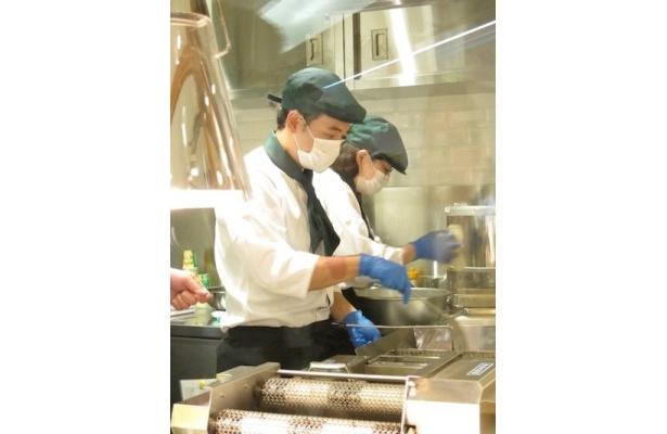 カルビープラスの商品はオリーブオイルで揚げる