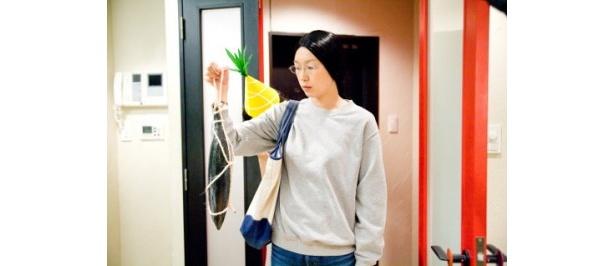 野田さん(江口のりこ)は、手影絵サークル所属の女子大生