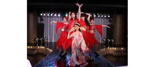武井ら若手女優たちが織り成す華麗なショーダンスは必見!