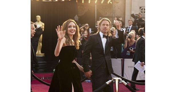 【写真】7年間の交際を経て、正式に婚約したブラッドとアンジェリーナ