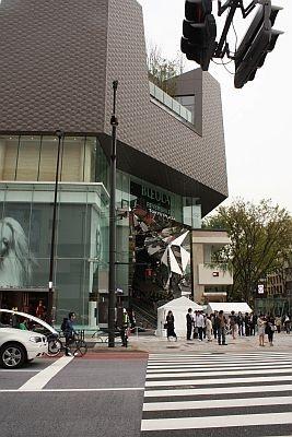 神宮前交差点というファッション&カルチャーの中心地にオープン