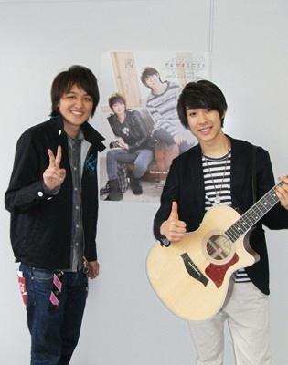 「アルマカミニイト」デビューCD「茜」4/25(水)発売。美声を披露してくれたエリック(写真右)と宗彦(左)