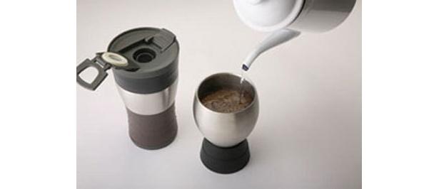 コーヒーを蒸らす際に便利なスタンド付き