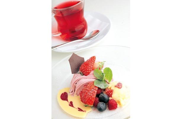 フラッグスカフェの「ふわふわ紅ほっぺモンブラン」1365円(ドリンク付き)