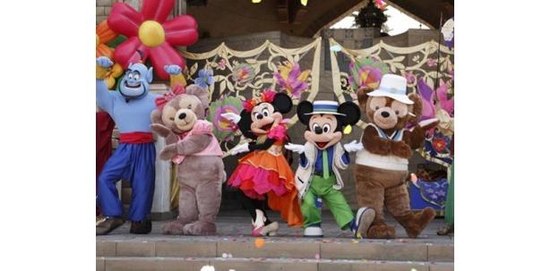 東京ディズニーシー初のイベントでは、右のダッフィーが大活躍!