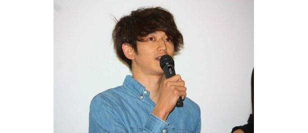 瑛太が映画デビュー作『青い春』以来、敬愛してきた豊田利晃監督について語った