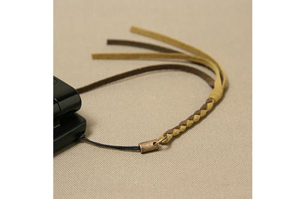エクセーヌを使った「携帯ストラップ」(エムピウ・村上 雄一郎)。会場販売あり(価格未定、個数限定)