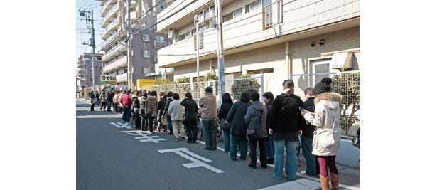 開店前から大行列。参加するなら早起き必至だ