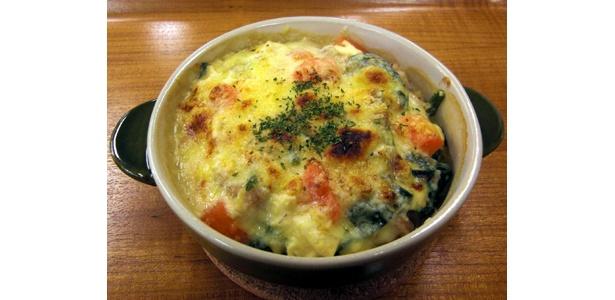「豆腐とラーメンのヘルシーみそグラタン」。ソースに豆乳、豆腐を使ってカロリーOFF!