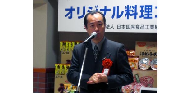 「インスタントラーメンはけっこう食べます。きのこを薄くスライスしたものやレタスを、そのまま麺と一緒にゆでるのがオススメ」と田崎さん