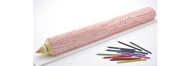 「1ヤード色鉛筆ロールケーキ」は約91cm。本物のように削りながら食べてみて(1万500円/前日までに要予約・個数限定)