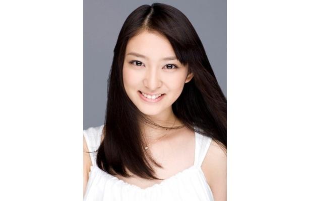 フジテレビドラマ初主演となる武井咲は、「無戸籍」という過酷な運命を背負う少女を演じる