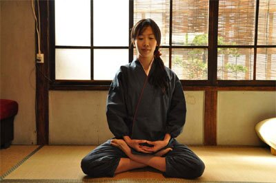 和風カフェ「nagaya cafe さと和」での坐禅イメージ