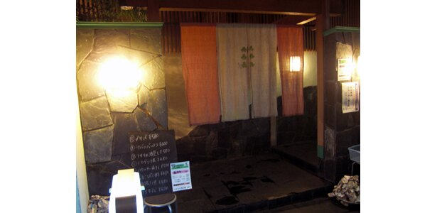 「居酒屋 竹子」は神楽坂らしい味わいのある入り口からどうぞ