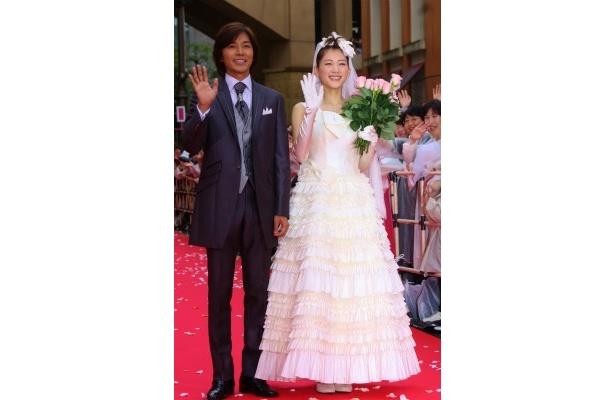 『ホタルノヒカリ』初日に綾瀬はるかがウエディングドレス姿を披露