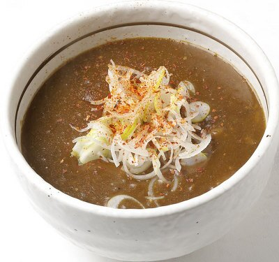 毎朝さばく鶏ガラでとるスープでカレーを炊く絶品つけ汁