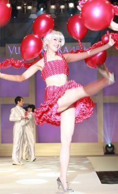 踊る!踊る!バルーンドレスで楽しい結婚式もアリ!?