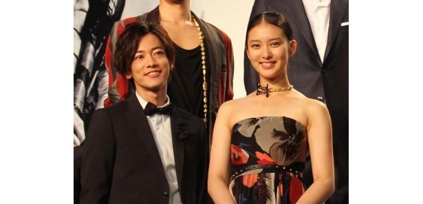 『るろうに剣心』完成披露イベントに登壇した佐藤健と武井咲