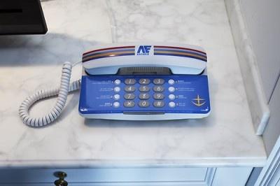 連邦軍のカラーをイメージした電話機