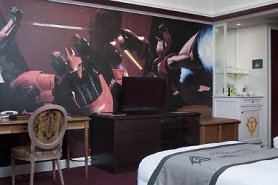 シャア専用モビルスーツが描かれたベッドルーム