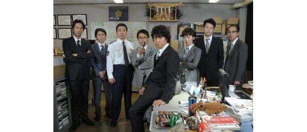 上川隆也演じる糸村と共に捜査する月島中央署のメンバー