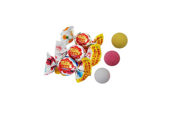 キャンディ型の「不二家ミルキー入浴剤」(各210円)が新発売