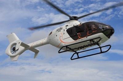 【写真を見る】宿泊プランにはヘリコプターによる送迎も組み込まれている