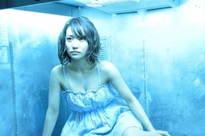 【写真を見る】大島優子さんの胸元&凍るメイクがセクシー!メイキングなど詳細画像12点