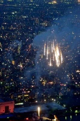 1時間半に渡り、大量の花火が打ち上げられた