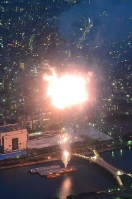 花火と夜景がいっしょに見られるのもスカイツリーならではのポイント