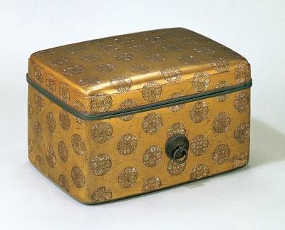 「浮線綾螺鈿蒔絵手箱」は北条政子が使っていた化粧箱です