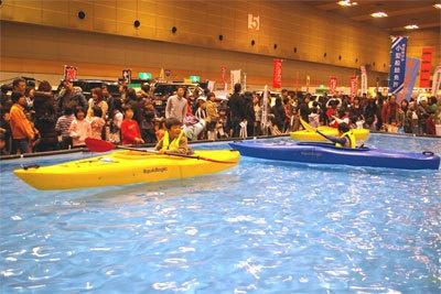 アウトドアフェスティバル会場内で、誰でもカヌーが体験できる!