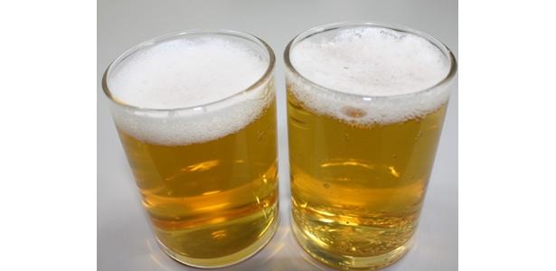 どっちがビールでしょう?答えは…右側!ちなみに左側が「麦とホップ」